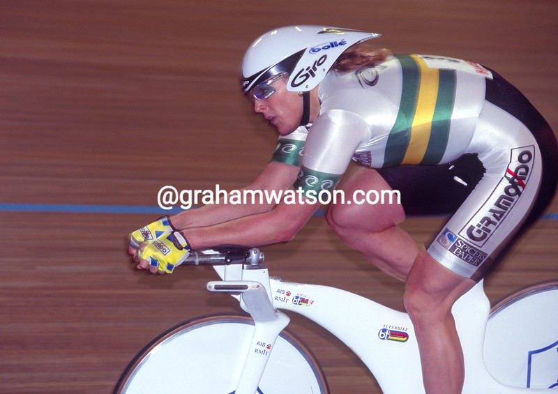 Lucy Tyler-Sharman takes the pursuit title at 1998 World Championships in Bordeaux, France