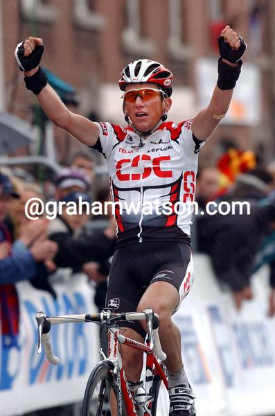 tyler hamilton wins the 2003 liege-bastogne-liege