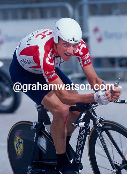 Tyler Hamilton in a TT of the 2002 Giro d'Italia