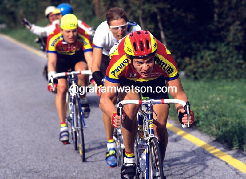 Viatcheslav Ekimov paces Maurizio Fondriest in the 1990 Giro di Lombardia