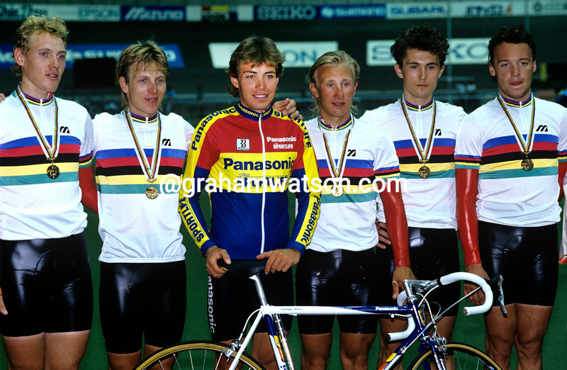 Viatcheslav Ekimov and the Soviet Union pursuit team in the 1990 World Championships