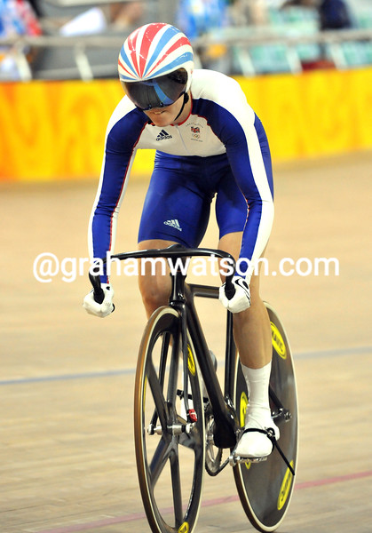 VICTORIA PENDLETON IN THE WOMENS SPRINT AT THE 2008 OLYMPIC GAMES