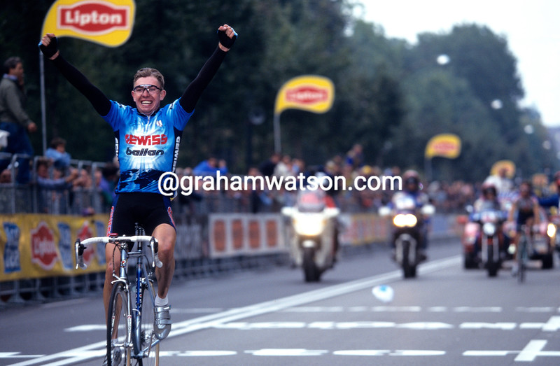 Vladimir Bobrik wins the 1994 Giro di Lombardia