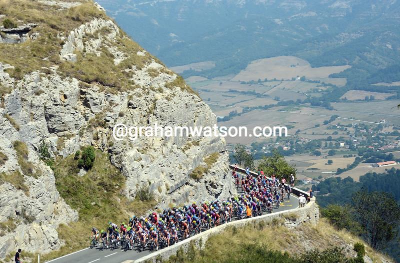 The peloton climbs the Puerto de Orduña on stage four of the 2012 Vuelta España