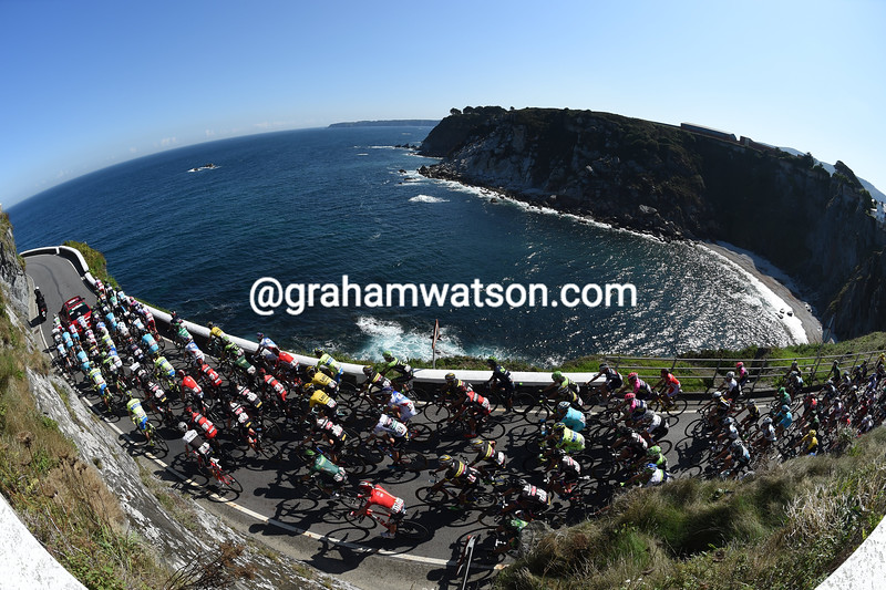 The peloton leaves Luarca on stage sixteen of the 2015 Tour of Spain