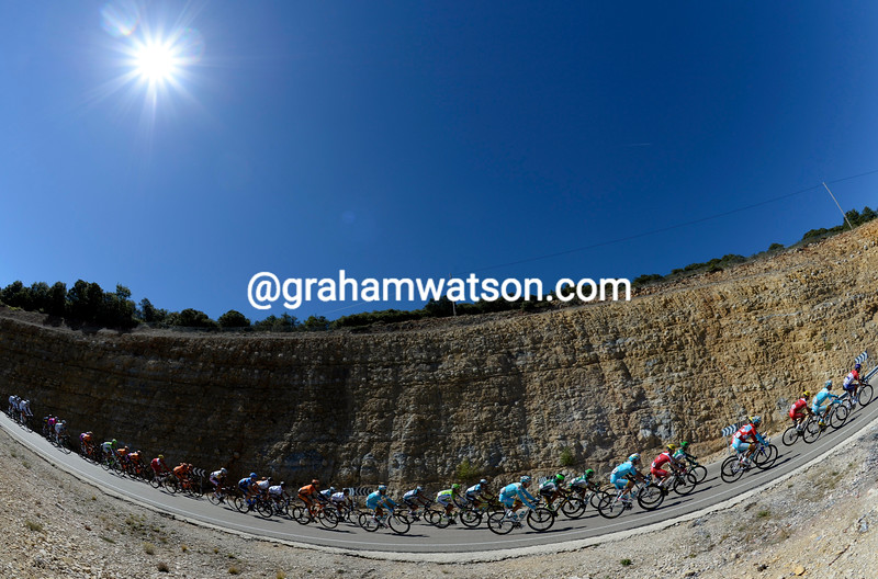 The peloton on stage eighteen of the 2013 Tour of Spain