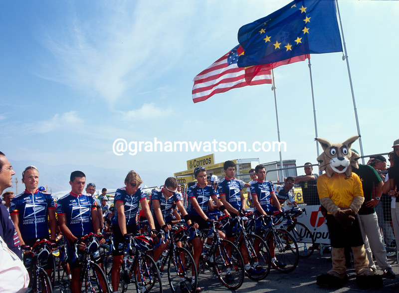 The U.S.Postal team conducts a minute's silence in tribute to the 9/11 attacks in New York, during the 2001 Tour of Spain.
