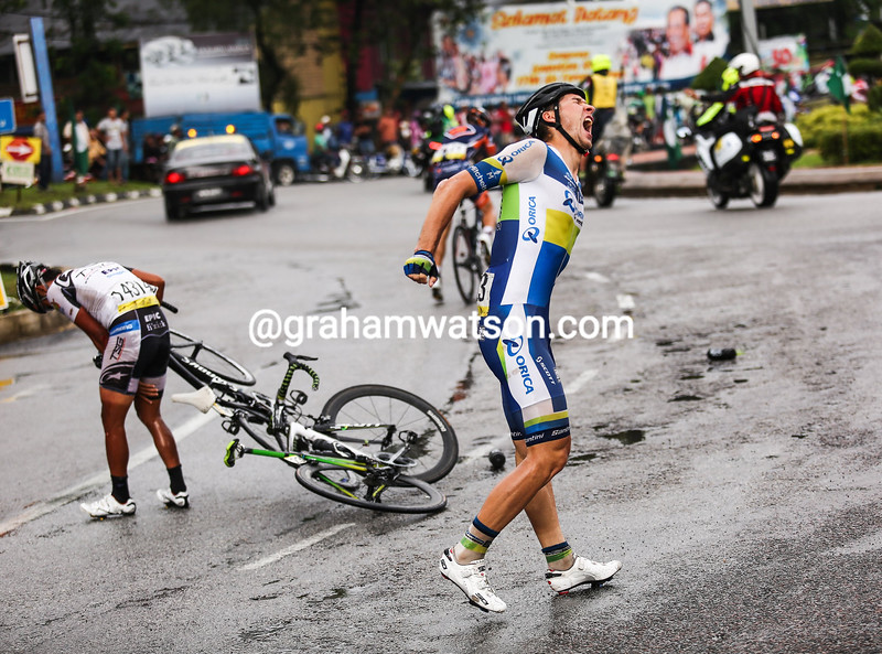 Wesley Sulzberger has crashed on stage eight of the 2011 Tour of Langkawi