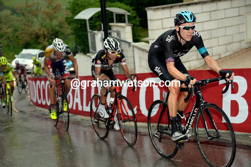 Bradley Wiggins suffers on stage seven at the 2013 Giro d'Italia