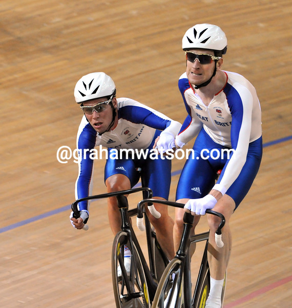 BRADLEY WIGGINS AND MARK CAVENDISH IN THE MADISON RACE AT THE 2008 OLYMPIC GAMES