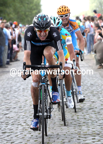 BRADLEY WIGGINS LEADS AN ESCAPE ON STAGE THREE OF THE 2010 TOUR DE FRANCE