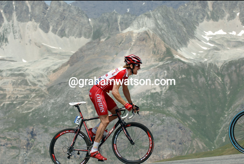 BRADLEY WIGGINS CLIMBS THE COL D'ISERAN IN THE 2007 TOUR DE FRANCE