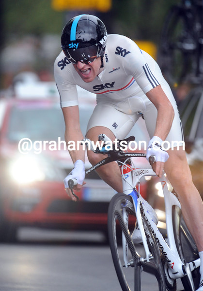 BRADLEY WIGGINS WINS STAGE ONE OF THE 2010 GIRO D'ITALIA