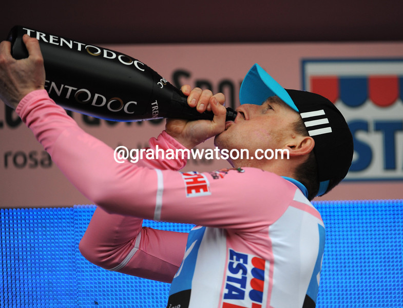 BRADLEY WIGGINS WINS STAGE ONE OF THE GIRO D'ITALIA