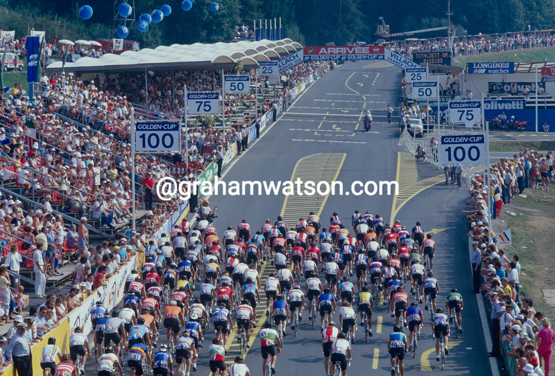 The 1990 World Championships peloton in Utsunomiya, Japan