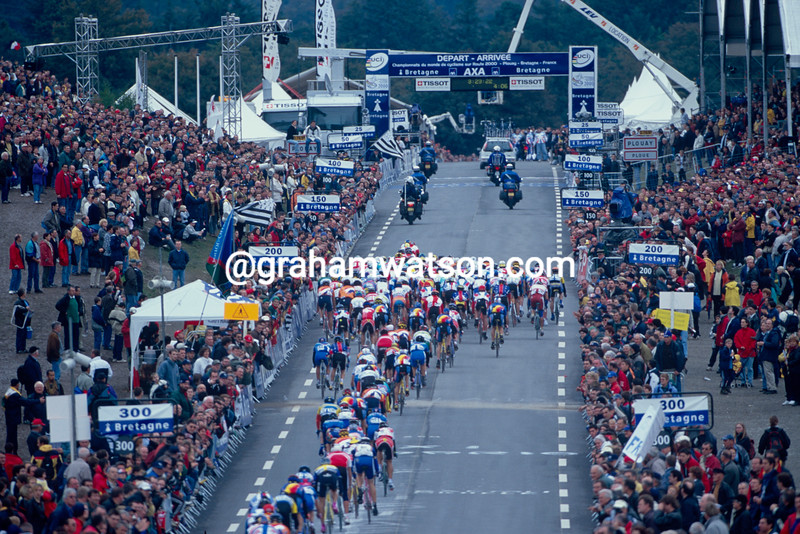 The 2000 World Championships peloton in Plouay, France