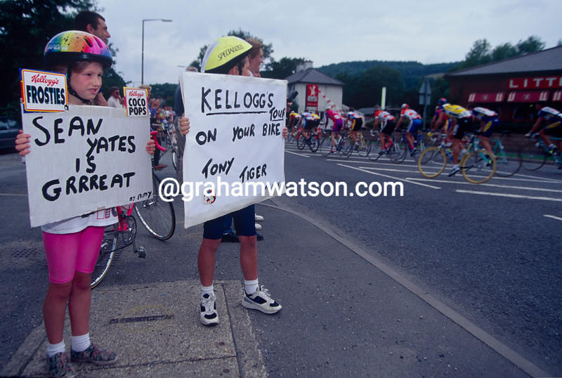 Fans of Sean Yates cheer on the Kellogg's Tour of Britain in 1988