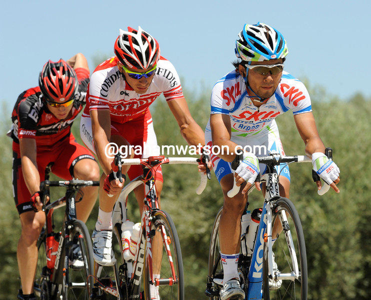 YUKUHIRO DOI LEADS AN ESCAPE ON STAGE SIX OF THE 2011 TOUR OF SPAIN
