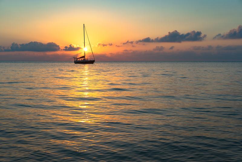 20150325_Kevin Wenning_LN_Roatan_Sailboat_Sunset