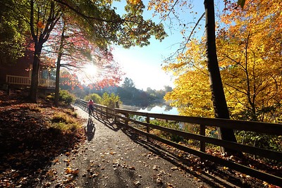 Bike trail around Lake Newport