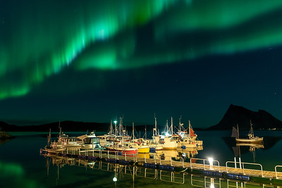 Rossøya harbor northern light