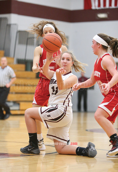 Delaine Nolan passes the ball to a teammate last week.