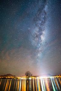 Lone_Tree_Milky_Way_Wanaka_New_Zealand_20150519_327