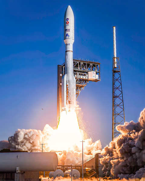 Atlas V lifting the Mars 2020 mission into Space