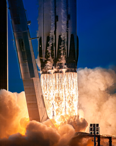 SpaceX Falcon Heavy at 1/16000th of a second