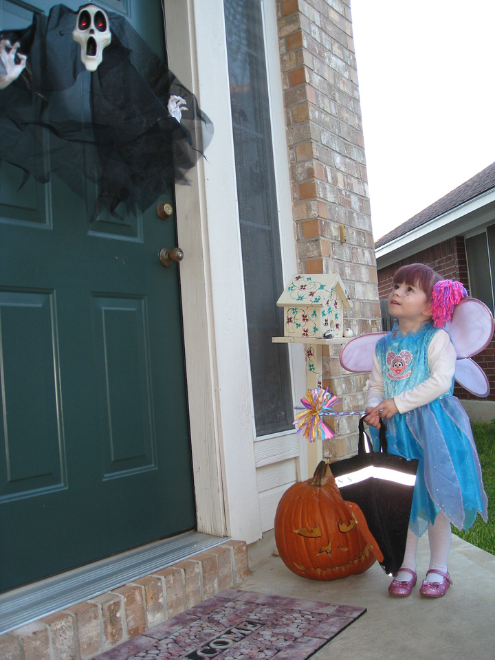 Abby Cadabby goes Trick-or-Treating