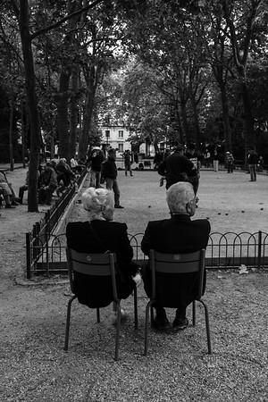Pétanque Spectators in the Park