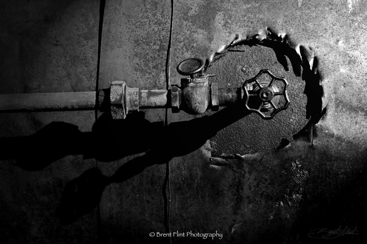 DF.322 - valve on old steam engine tractor, Old Molsen Ghost Town Museum, Molsen, WA.