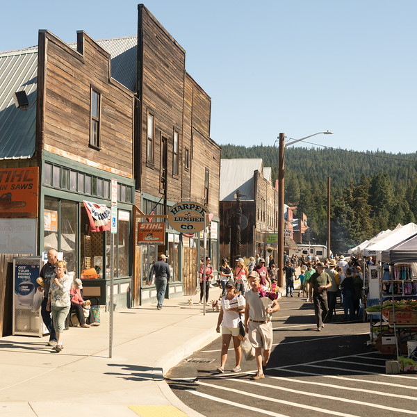 Busy streets of Roslyn in summer