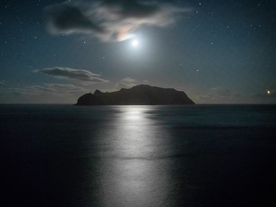Full Moon on top of Mykines island.