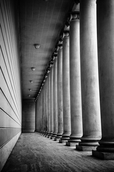 "Columns of the California Palace of the Legion of Honor<br /> <br />  <a href=""http://en.wikipedia.org/wiki/Legion_of_Honor_"">http://en.wikipedia.org/wiki/Legion_of_Honor_</a>(San_Francisco)"