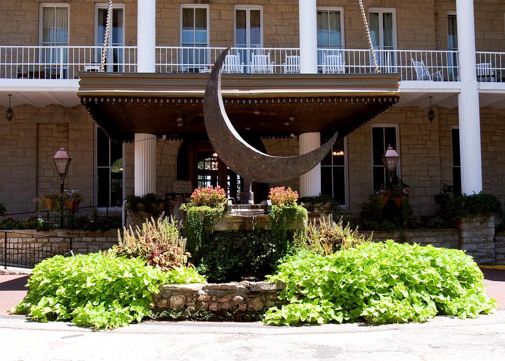 1888 Crescent Hotel & Spa