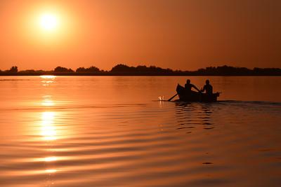 Apus in delta Dunarii - pescari