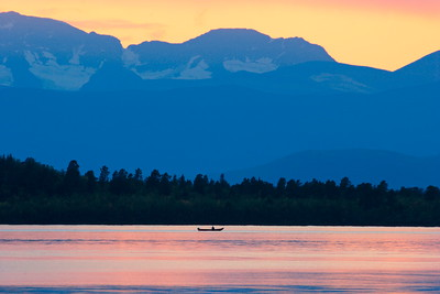Rowing over lake Ladtjojaure