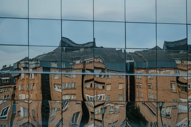 Un edificio en otro edificio_PRINT