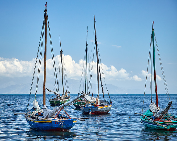 "Haitian ""bois fouilles"" sailboats wait for people and cargo"