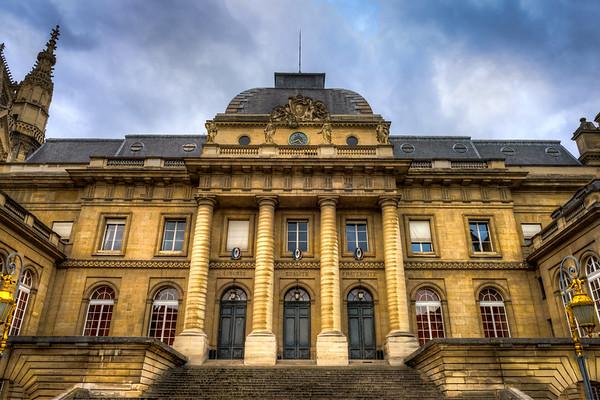 Liberté, égalité, fraternité at the Palais de Justice