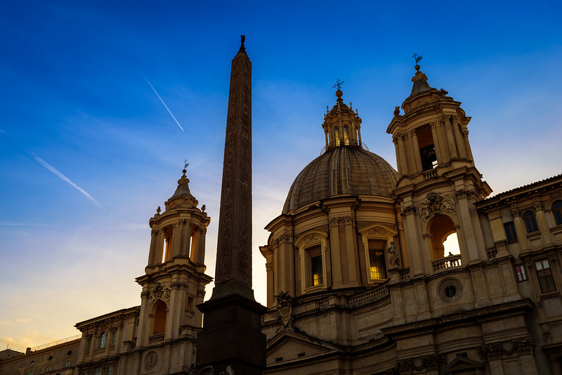 Sant'Agnesse and the Obelisk of Fontana dei Fiumi at Sunset