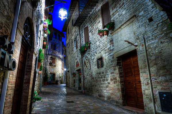 An empty Assisi street before sunrise