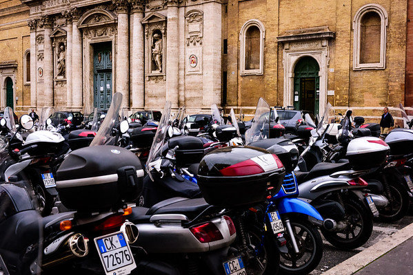 Here there be Motocicli (and tiny Roman cars in the background)