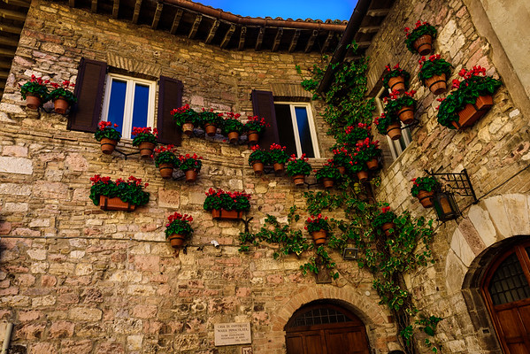Simply a decorative corner along the streets of Assisi