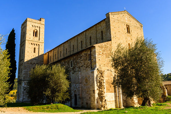 I guess this is the front of the Abbazia di Sant'Antimo because it's where the entrance is, but it seems like the back.