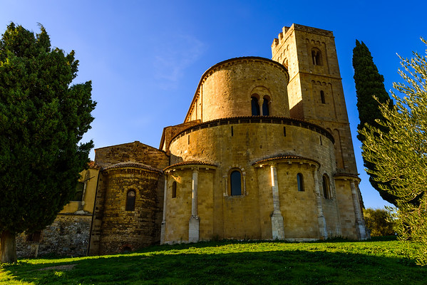 And I suppose this is the back of the Abbazia di Sant'Antimo even though it looks to me like it would be the front.