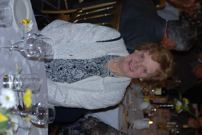 Margaret Jones, Dinbych (chwaer Joyce).Priodas Arian Gwynfryn & Eirlys