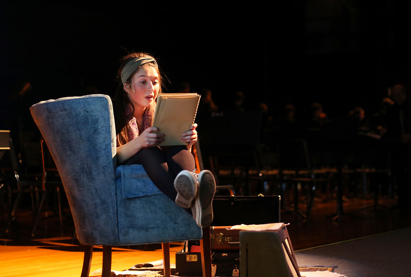 Mia Drago played narrator Mia Belmont. <br /> John Fitts