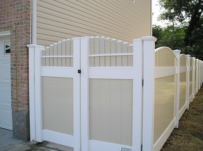 Lakeland Convex Fence with Custom Gate